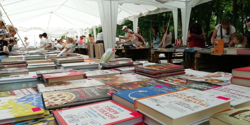 Книжная ярмарка во время чумы